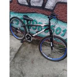 Bicicleta 26 Usada  21 marchas  com suspenssão manetes e freios aluminio